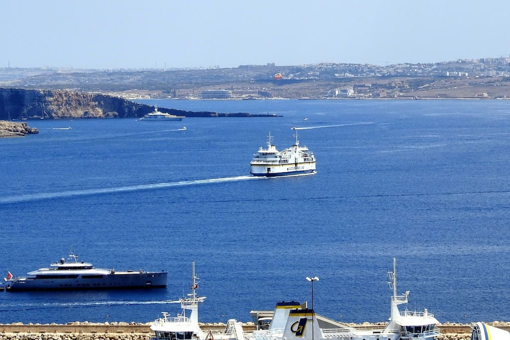 Panoramic Seaview Penthouse - Lovely summers' day, just sit back and watch the ferries go by!