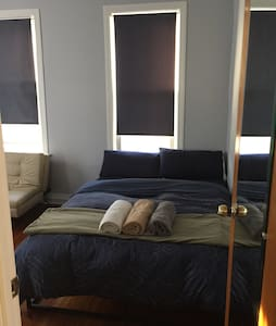 Sunny Spacious Bedroom - Astoria
