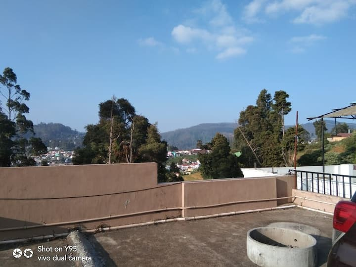 Ooty Cottage 3 Bed Room with living hall, kitchen