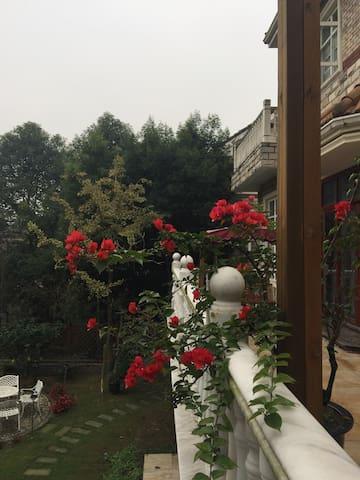 想呼吸新鲜空气吗?想在一个环境优美的地方静静发呆吗?这里能满足您的愿望 - 四川省 - บ้าน