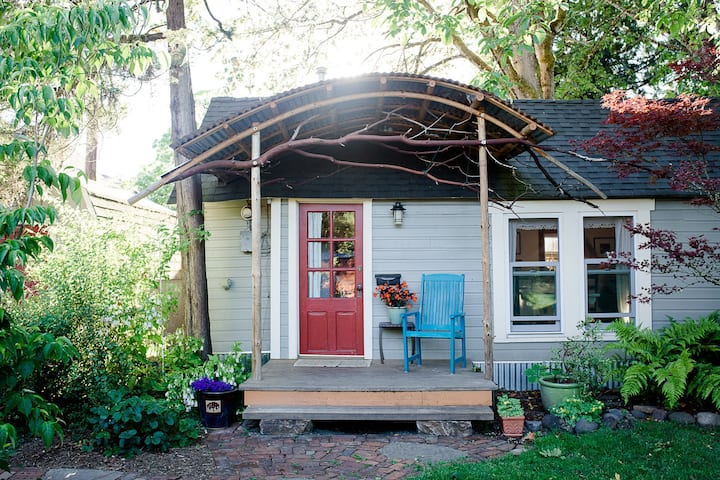 Charming Cottage in Downtown Corvallis