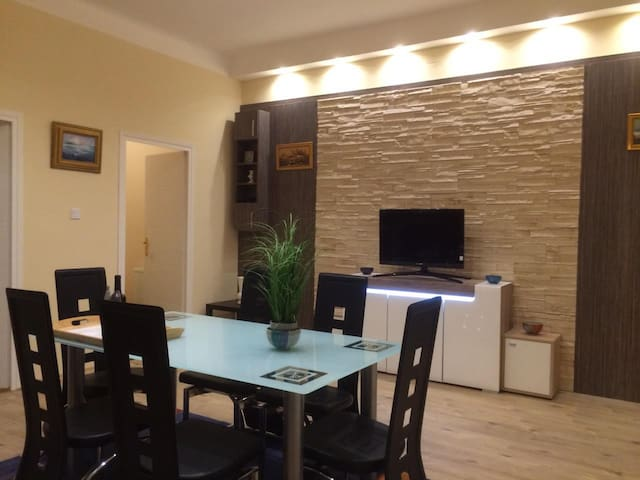 Ajtosi Apartment - Budapeste