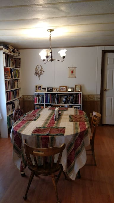 Large dining area seats 4