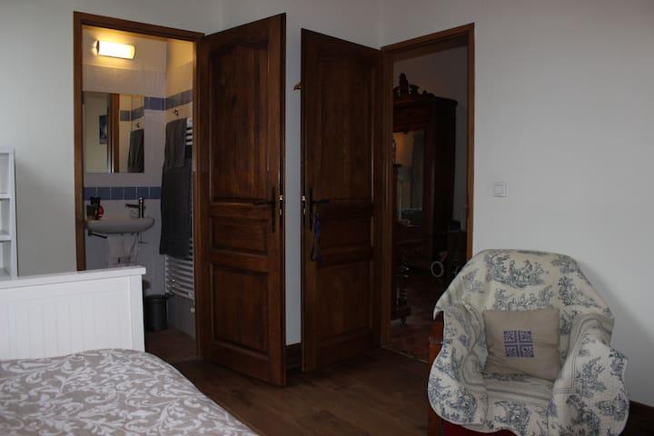 Chambre 1 avec douche en suite (au rez-de-chaussée)