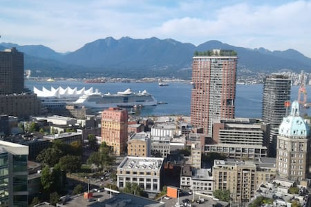 Sub-Penthouse Room With Amazing Views Downtown - Condominium
