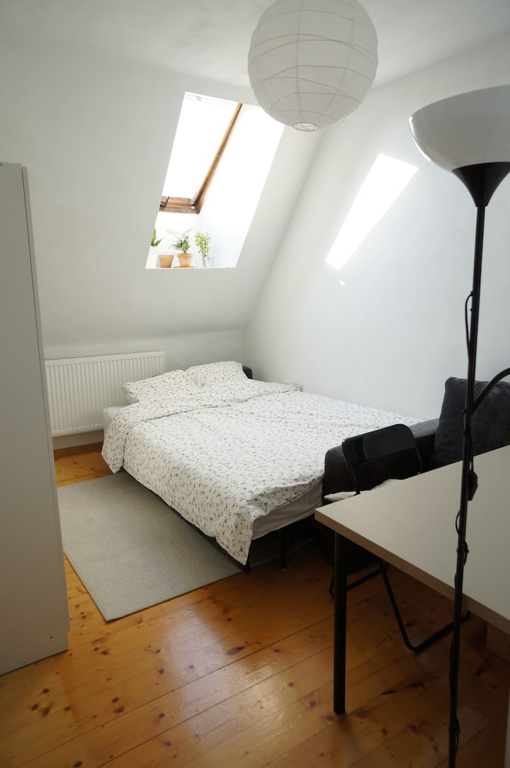 Cosy room in a listed building in City centre