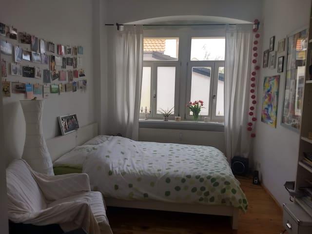 Klein, aber fein - (m)ein Zimmer in toller 4er-WG
