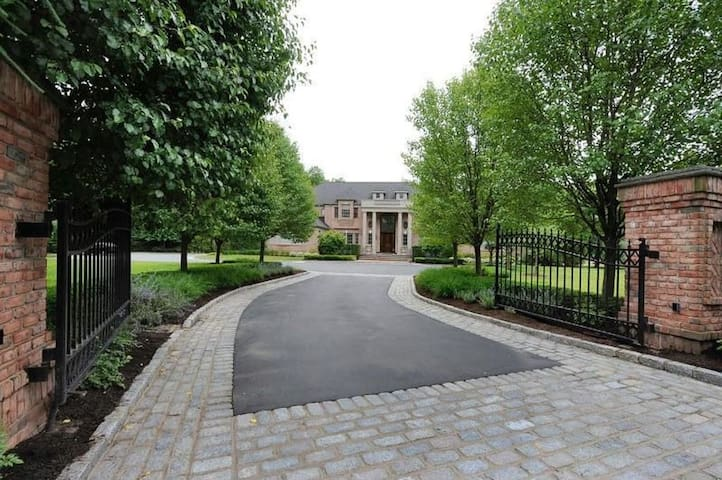Luxurious Estate in Old Brookville - Glen Head - Pis
