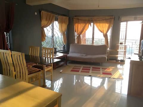 Lake View Queen Bed Apartment - Wifi, free parking