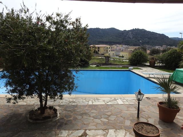 Grand appartement 5 chambres en Sardaigne. - Monti - Apartment