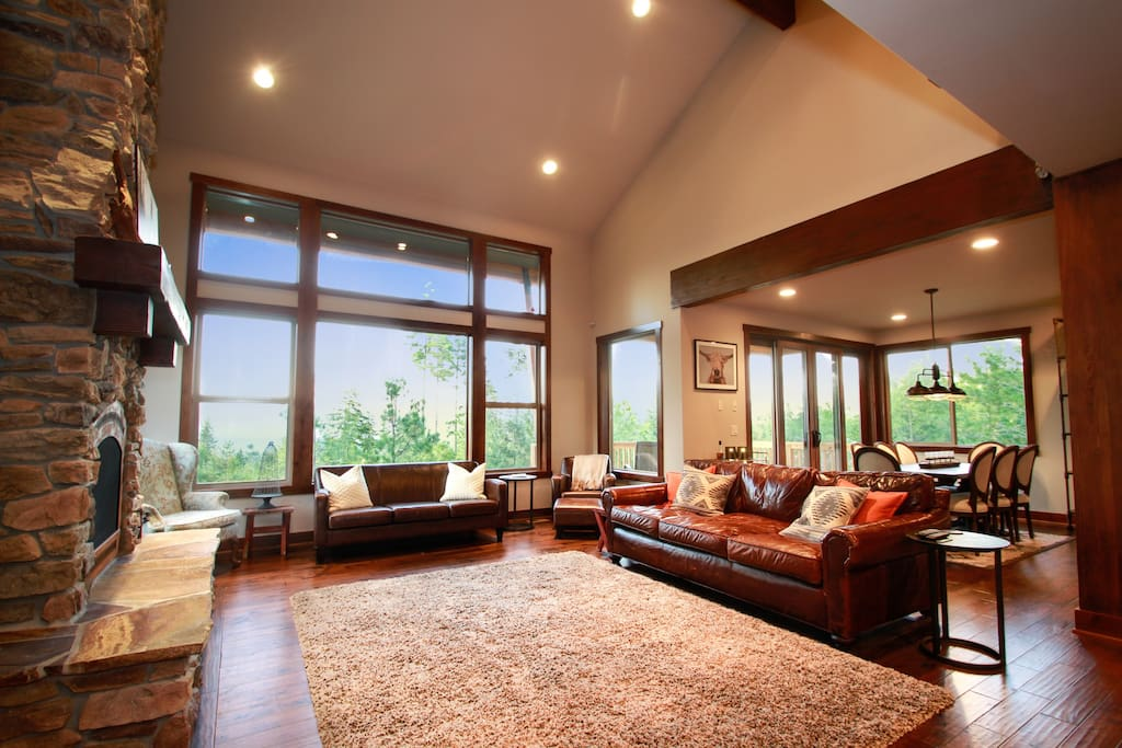 Large great room, perfect for gathering together!