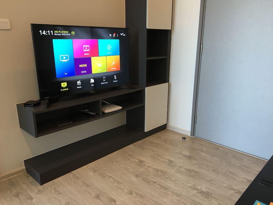 """46"""" LED TV with streaming digital tv"""