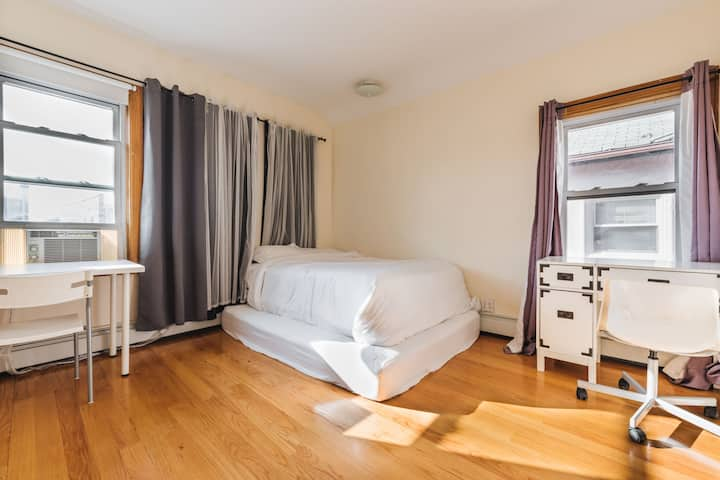 2FComfy Clean  Room in Quiet House 3min to N train