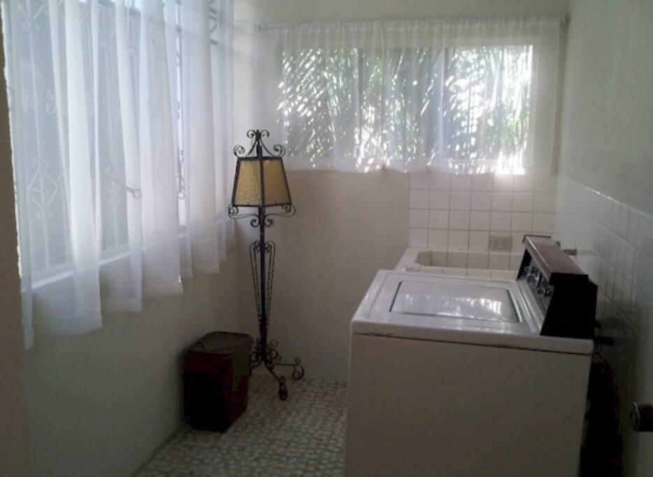 Vista del area de ingreso: lavanderia