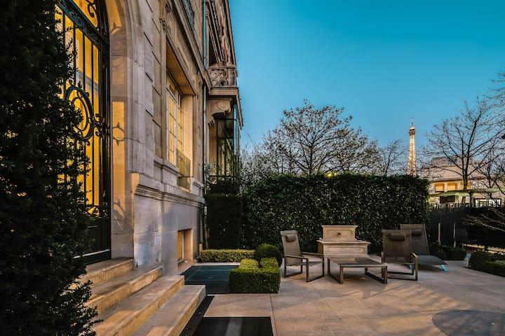 Tres Chic Trocadero Garden