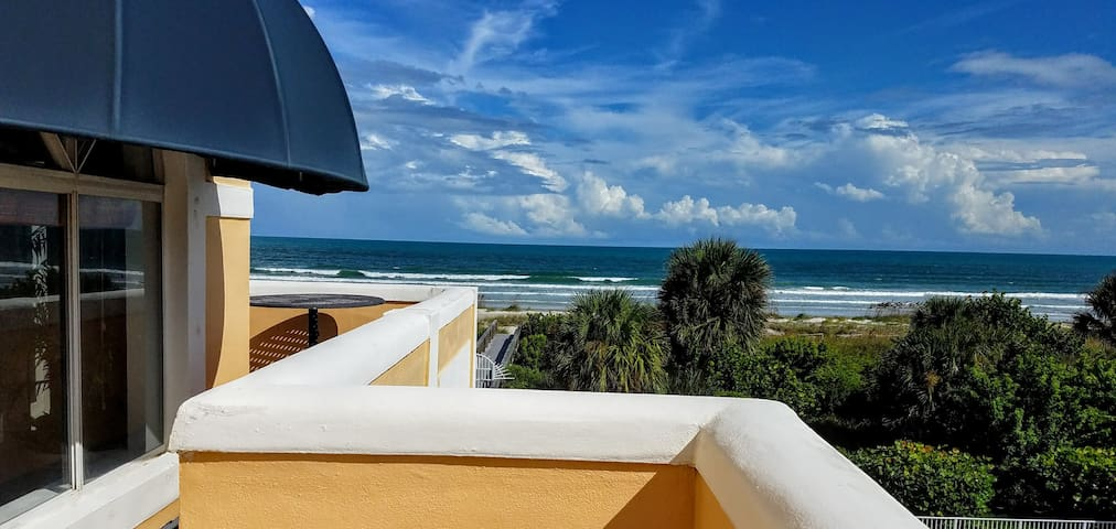 Fabulous 2/2 Ocean View Condo w/Beach Access!!!