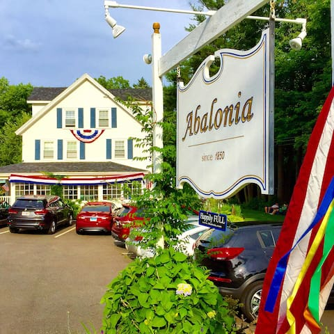Abalonia Inn  Ogunquit Center, ME