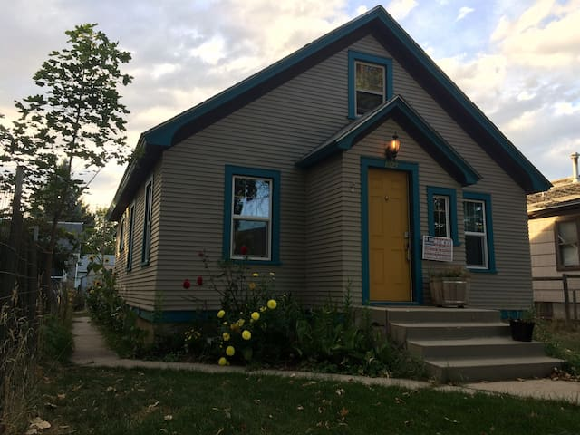 50's Craftsman Home Centrally Located & Dogs ok