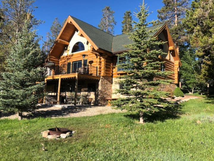 Amazing Location! 6 bed, 4 bath Log Cabin.