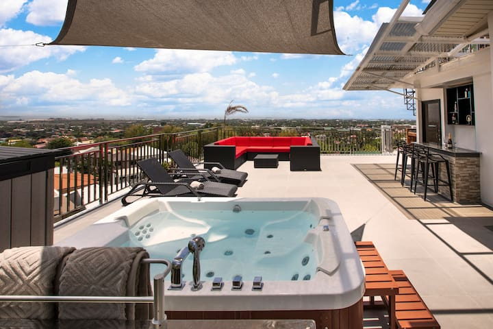 Modern 6BR House ⭐️City & Ocean Views from Jacuzzi