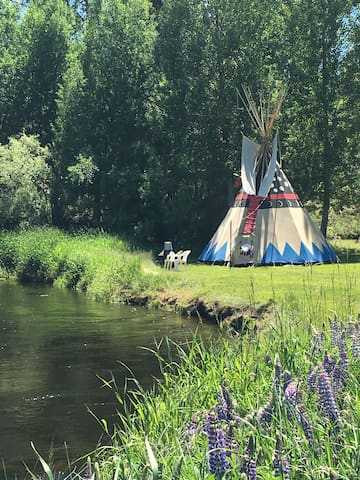 Tipi Glamping. 8 acres of Riverfront. Swim, Relax.