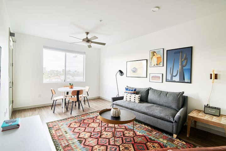Sonder | Central Corridor | Artsy 1BR + Pool
