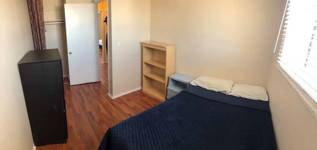 Bright Bedroom in Family Neighbourhood near 401