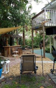 Capt. Johnny's Compound - Fort Lauderdale