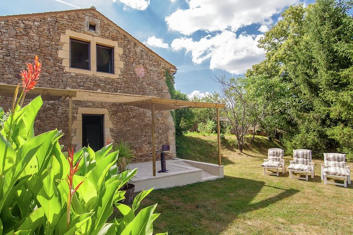 Relax and enjoy the French countryside in a house with an indoor jacuzzi.