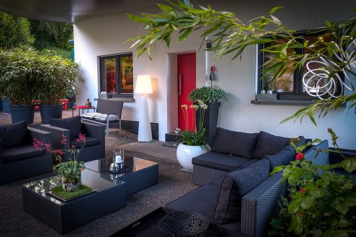 Schönes Haus mit großem Garten und toller Aussicht