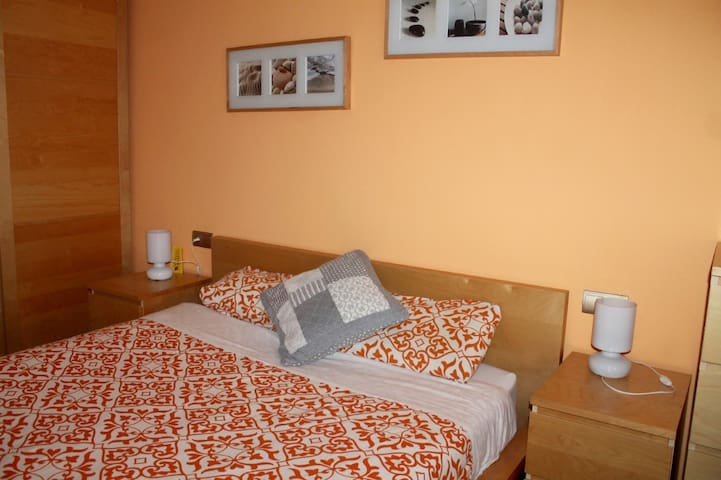 Cozy apartment ! Economic Room with double bed ! - Mataró - Apartment