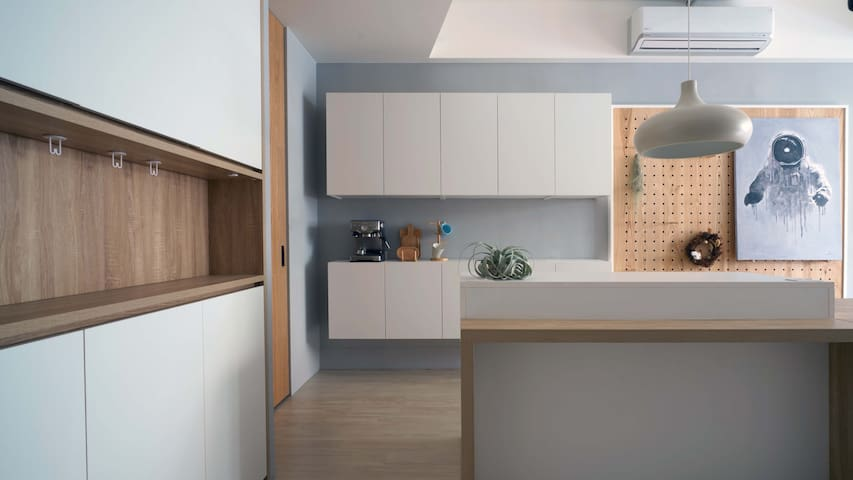 2F  鞋櫃 用餐及上網區 2F shoe cabinet , dining /working table