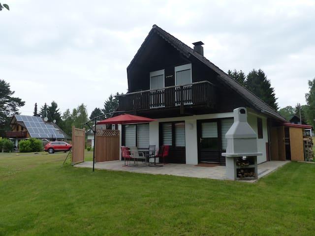 Ferienhaus TVSky, Grill, ruhige Terrasse, Hund OK