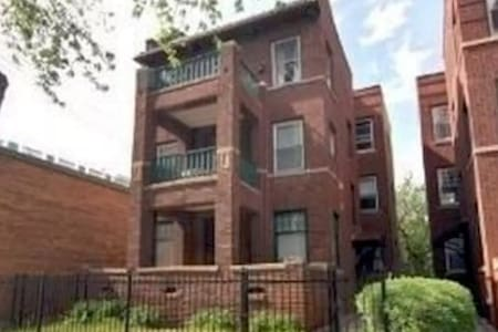 Beautiful 1 Bed Apartment in Chicago - Daire