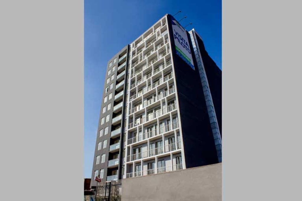 Edificio Berlín 36, piso 5, dos ascensores, finos acabados, mobiliario de estreno.