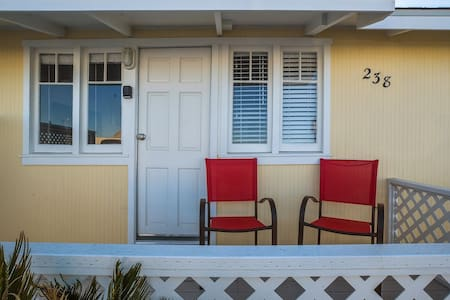 Fantastic Location & Views-Pacific Street Cottages