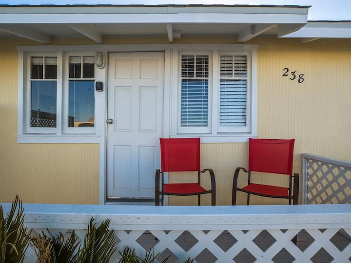 Embarcadero Beach Cottage...Views of the Rock!