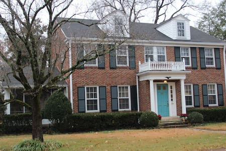 Historic 1940s home on Main St -Renovated for 2016 - Murfreesboro