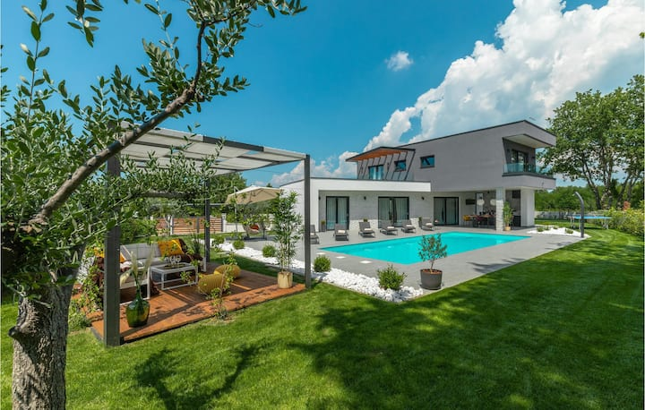 Awesome home in Sivati with Outdoor swimming pool, WiFi and 3 Bedrooms