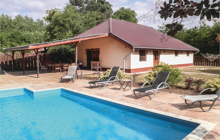 Holiday cottage with 3 bedrooms on 140m² in Cserkeszölö