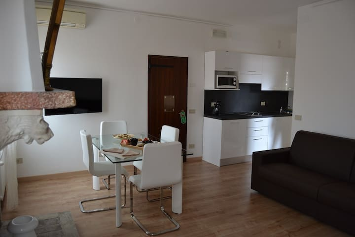 Suite for 2 people Canal view with daily service - Venetië - Appartement