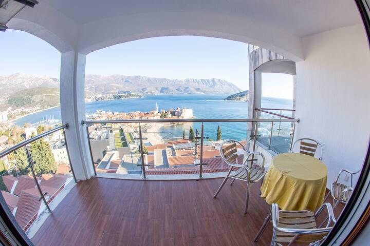 Panoramic apartment w/sea view balcony + parking