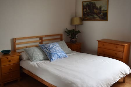 Bright spacious room in Queen's Park