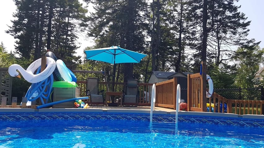 Large Family Home~Heated Pool~AC~Large Groups!