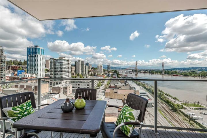Short Term Rental in the heart of New Westminster!