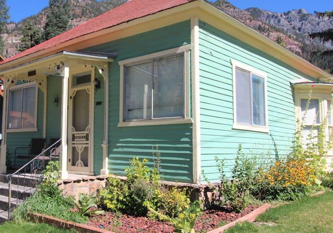 1889 Victorian Cottage