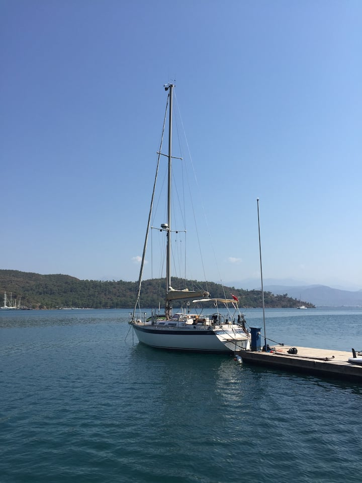 Double cabin sailing boat (trip and accommodation)