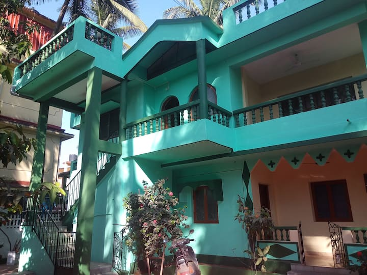 Theresa's Place, 2 minutes from Calangute Beach.!!