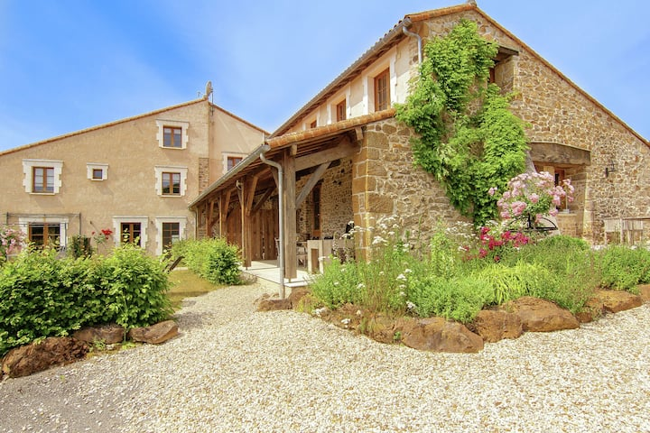 Gorgeous Holiday Home in Roussines with Terrace