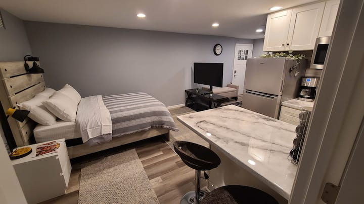 Private Basement Studio | Separate entry & laundry